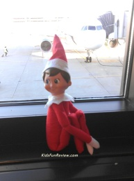 elf-on-the-shelf-goes-to-the-airport-2